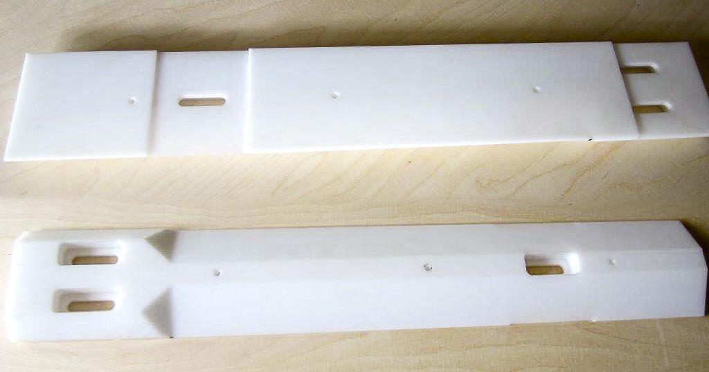 CNC-gefräste Teile aus POM, Führungsschiene aus POM (oben: Rückseite)